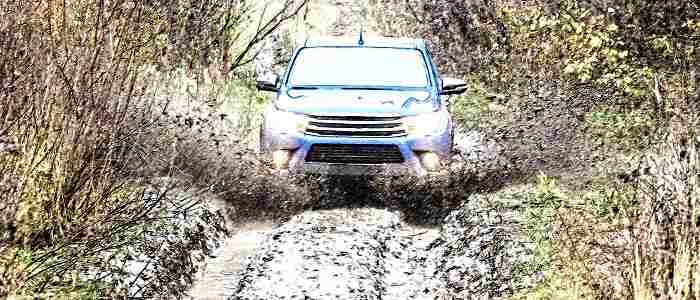 бездорожье, как проехать по глубоким колеям, грязные колеи, грязь, российские дороги