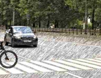велосипедист на зебре, велосипедист на пешеходном переходе, переезд дороги на велосипеде, пешеход с велосипедом